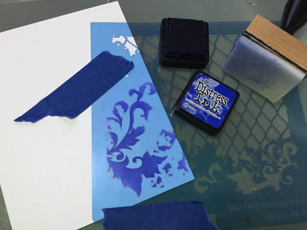 DISTRESS INK CON STENCILS